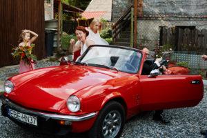 reportaż ślubny, samochód retro do ślubu
