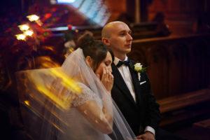 reportaż ślubny kraków, ceremonia ślubna , kościół w jurkowie