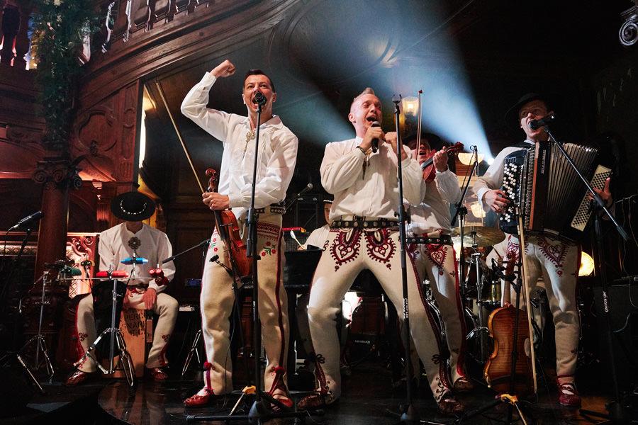 zespół góralski na weselu w pałacu goetz