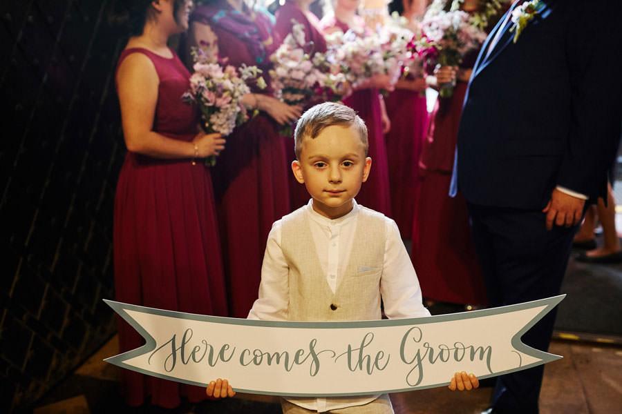 dzieci jako mistrzowie ceremonii na ślubie