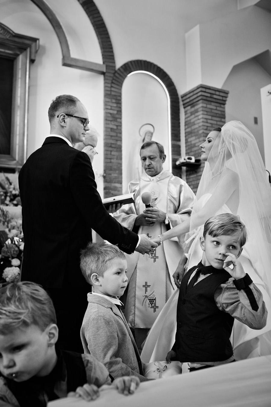 dzieci na ślubie i weselu